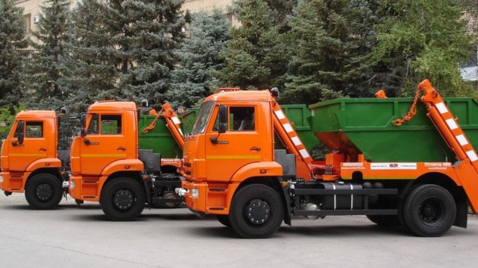 вывоз мусора круглосуточно - фото машин с контейнерами